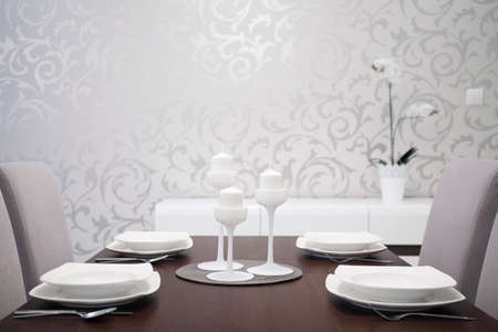 modern dining room: Elegantly prepared dining table with white table setting