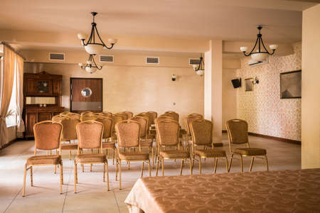 muebles antiguos: Cuadro de muebles antiguos de estilo en la sala de presentaci�n