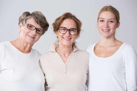 Horizontale weergave van vrouwelijke multi generatie portret Stockfoto