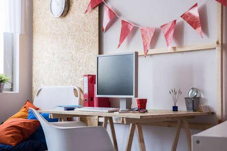 computer desk: Desk with desktop computer in teen room