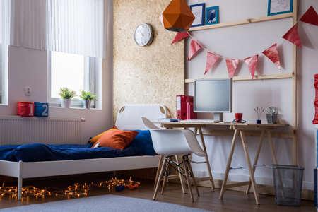 chambre à coucher: Chambre moderne adolescent garçon ou une fille