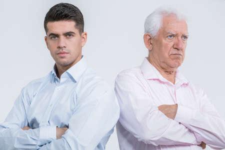 argument: Argumento entre el hijo maduro y padre mayor