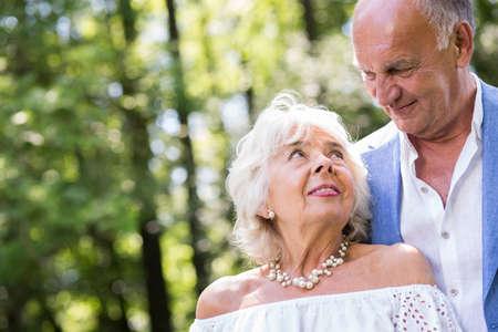 matrimonio feliz: Image of passion and love in happy mature marriage