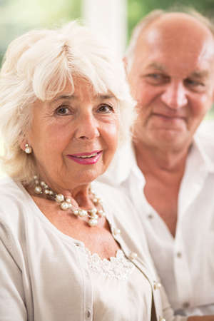 señora mayor: Retrato de la sonrisa cumplió pareja casada madura