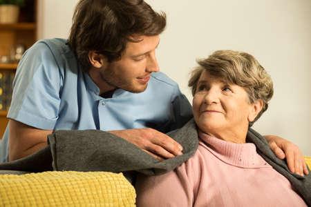 退職者を気のオスの看護婦のクローズ アップ