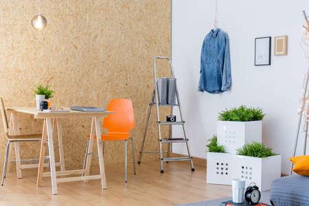 design studio: Osb wall in creative studio for young designer
