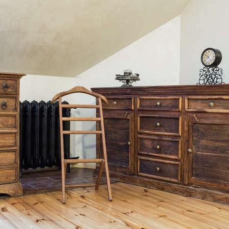 muebles de madera: Nublado casa - marrón de madera aparador antiguo