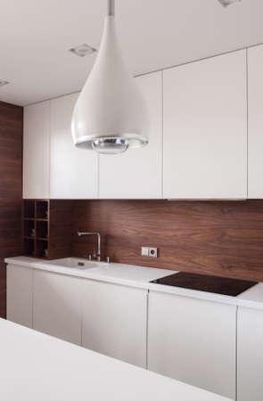 De moderne en stijlvolle lamp in de keuken