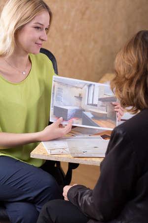interior designer: Photo of creative interior designer presenting offer to client
