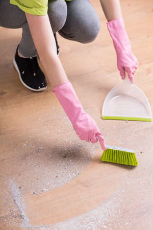 house maid: Image of person cleaning floor with dustpan