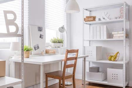 シンプルな椅子と研究室の写真 写真素材