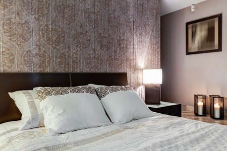 master bedroom: Posh master bedroom with expensive elegant walpaper