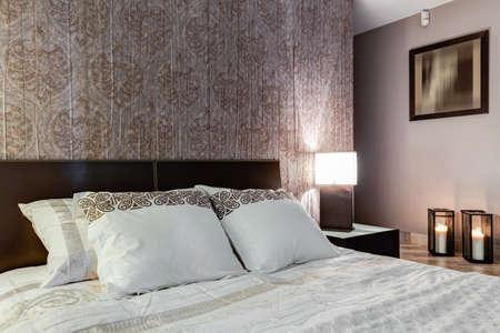 master bedroom: Posh master bedroom with expensive elegant walpaper