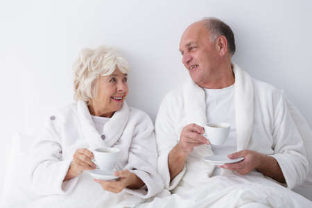 romance bed: Photo of mature marriage relaxing together in bed