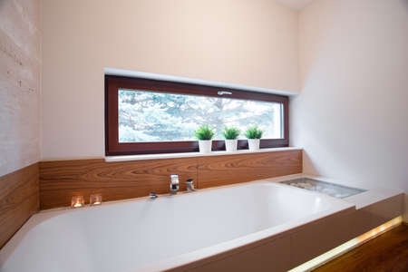 comfortable: Big comfortable bath in elegant contemporary bathroom