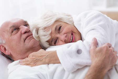 sexuales: Imagen de una pareja de edad avanzada y buena vida sexual Foto de archivo