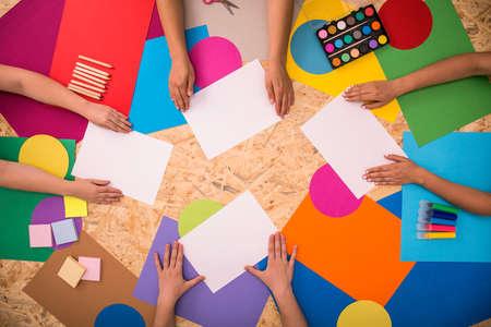 paper craft: Hojas de papel de impresión en el suelo