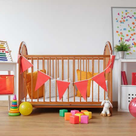 Afbeelding van de mooie lichte kamer voor pasgeboren kind
