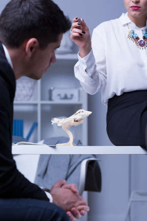 workplace harassment: Víctima masculina del mobbing en el trabajo