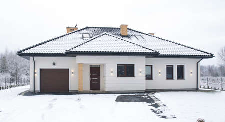 single family house: Facade of detached house - view at winter