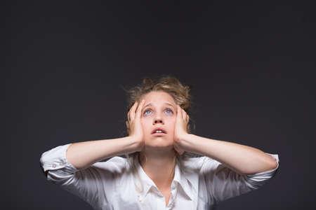 Junges Mädchen, das nicht mit Stress umzugehen