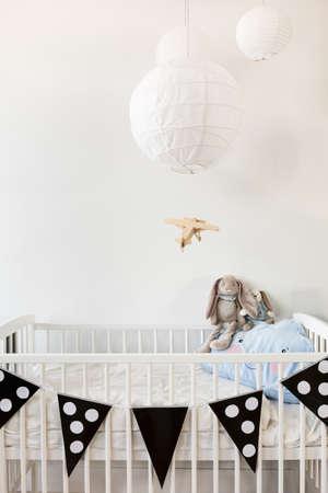 ni�os negros: dise�o de la habitaci�n del beb� moderna blanco y negro Foto de archivo