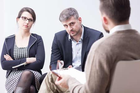heirat: Therapeut spricht über unglückliche Ehe Probleme