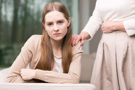 adolescencia: Malestar ni�a adolescente en la adolescencia con la depresi�n