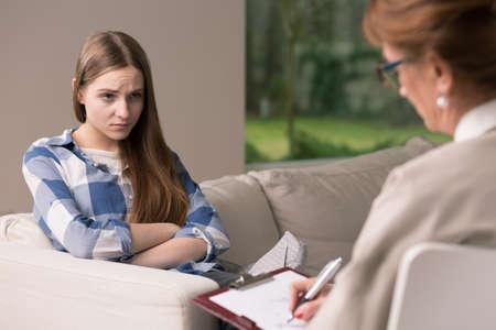 pubertad: Adolescente con la depresión y la pubertad