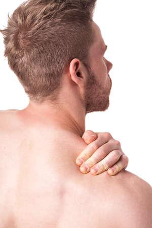 epaule douleur: L'homme sur fond blanc ayant une douleur à l'épaule