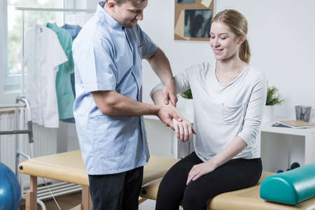 sprained joint: Woman with arm injury visiting a physiotherapist