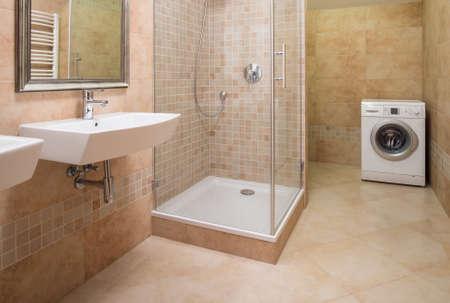 Glass shower cabin in contemporary shiny bathroom Stok Fotoğraf - 51795784