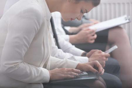 Foto von Corporate Arbeiter Schreiben psychologischen Test