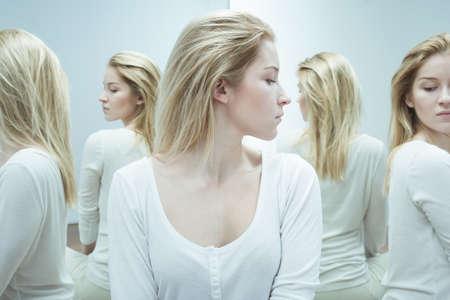 esquizofrenia: Foto de la mujer psicótico de esquizofrenia durante el tratamiento