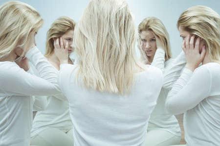 personalidad: Foto de asilo paciente psic�tico con doble personalidad Foto de archivo