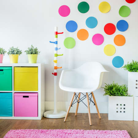 Vista vertical de la sala de multicolor para los niños