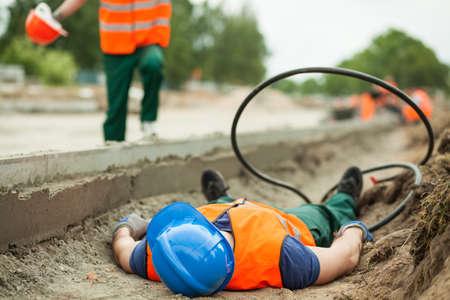 Junge Bauarbeiter auf der Baustelle verletzt Lizenzfreie Bilder