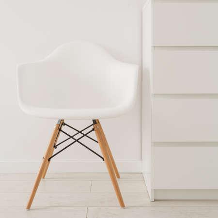 현대적인 디자인에 흰색 의자의 근접