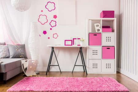 New decor of stylish pink girl's room Standard-Bild