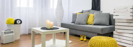 #53990247   Gemütliches Wohnzimmer In Weiß, Grau Und Gelb, Panorama