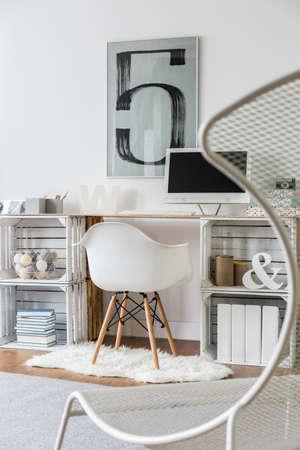 verticales: Relax espacio con la butaca de lujo en la moderna sala de estudio Foto de archivo