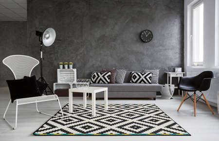Grau Interieur Mit Sofa, Sessel, Stehlampe, Kleine Holztisch Und ...