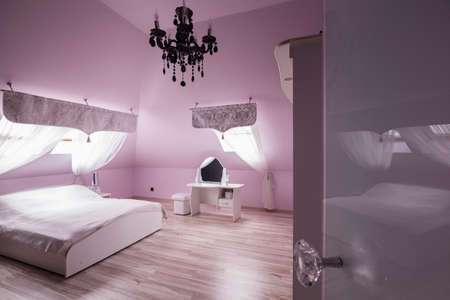 bedroom furniture: Diamond bedroom with pink walls and white furniture Stock Photo