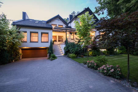 driveways: External view of contemporary white mansion with lawn