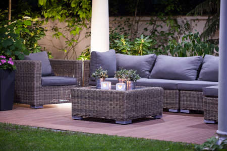 Afbeelding van luxe eenvoudige rotan tuinmeubels Stockfoto