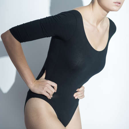 pubertad: Imagen de adolescente con dolor de vientre durante el período de la pubertad Foto de archivo