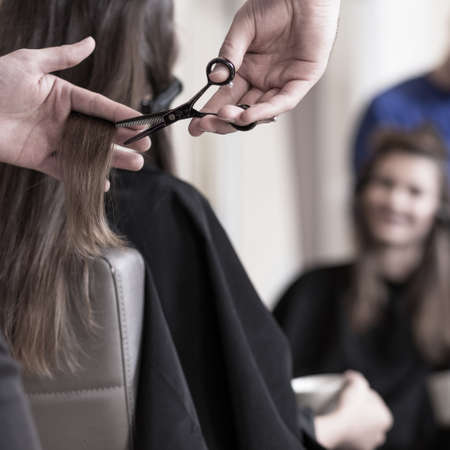 wants: Female client wants to have short hair