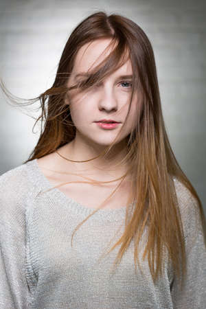 pretty face: Potrait of a young woman looking at the camera