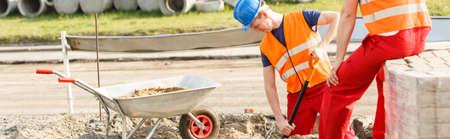 trabajando duro: Panorama de los constructores de carreteras de la ciudad trabajando duro