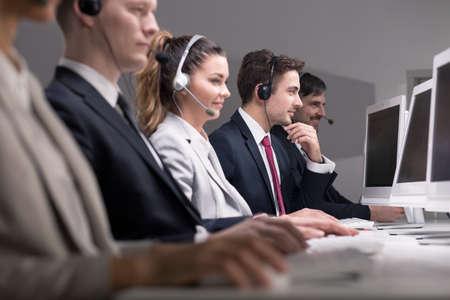 Bild von Telemarketing ihre Produkte über das Telefon zu verkaufen